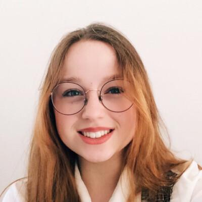 Phoebe zoekt een Kamer / Studio / Appartement in Den Haag